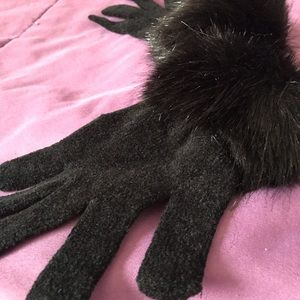 H&M Accessories - Black faux fur embroidered gloves